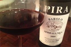 (赤)ルイジ・ピラ バローロ セッラルンガ 2009 グラスとともに
