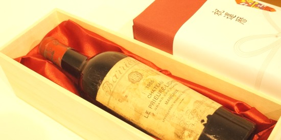 ギフト用還暦のワインを木箱に入れてお届け