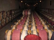 chateaugrandcorbindespagne蔵で眠る樽