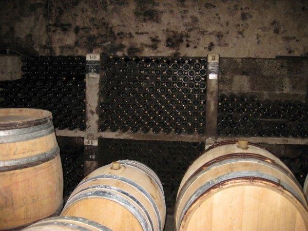 生産者の蔵で眠るヴィンテージワイン